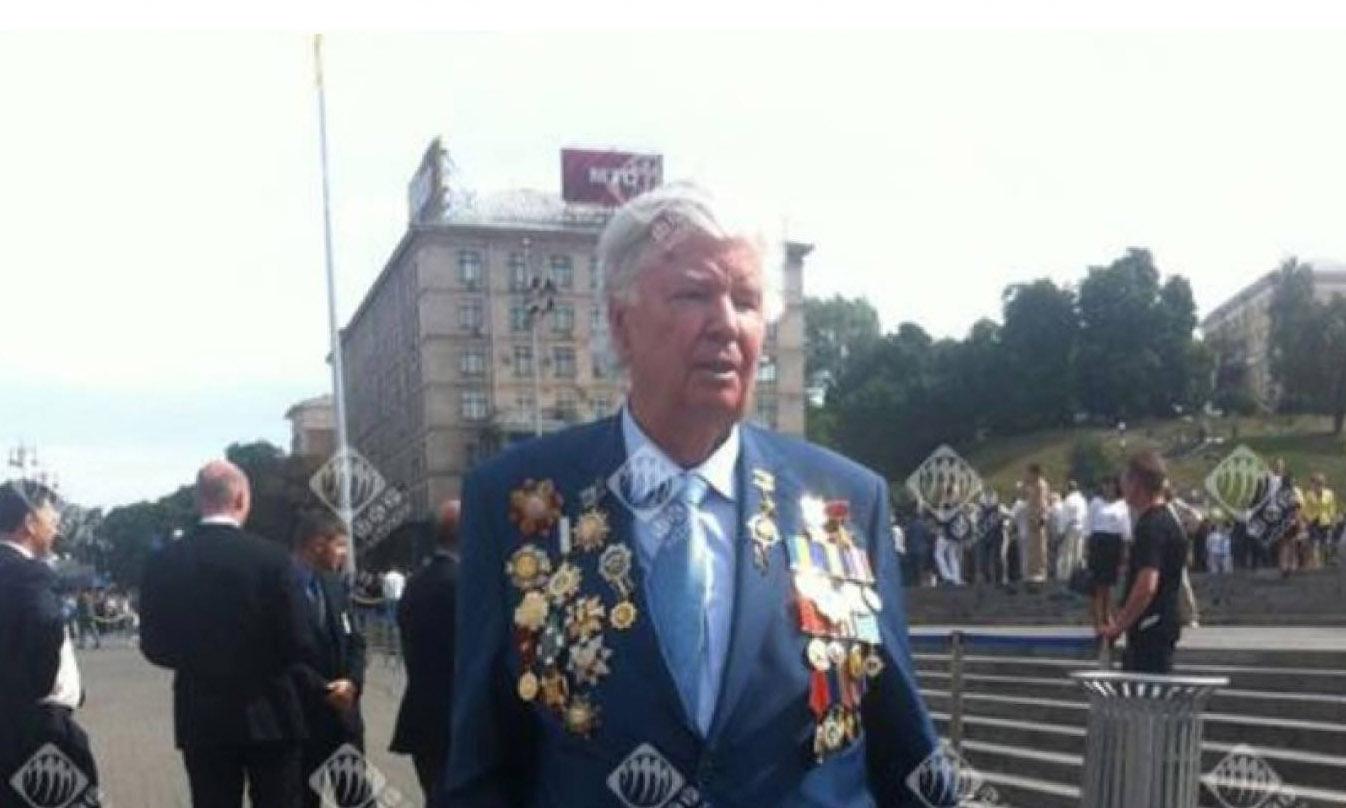 Порошенко вручил ключи от квартиры полковнику Сидоренко, которому он уже больше года отказывается подписать представление ГШ и МО на звание Герой Украины - Цензор.НЕТ 6202