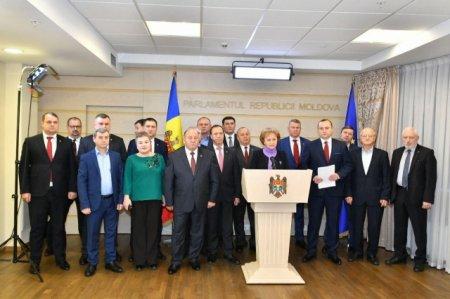 Депутаты Партии социалистов покинули зал заседаний парламента