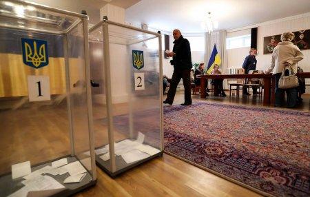 Зеленский лидирует с 73,03% голосов после обработки 65% протоколов