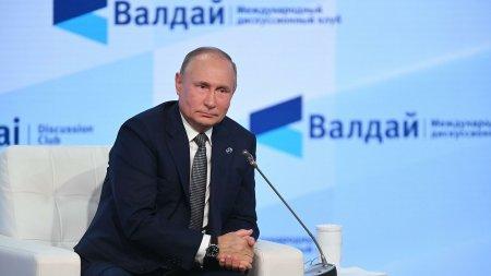 Путин призвал упростить прием в гражданство соотечественников